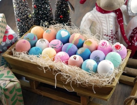 WIN 24 Assorted Handmade Bath Bombs in different Colours & Scents!