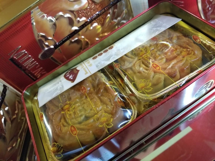 As of today Wong Wong bakery are selling their uns pre-packed