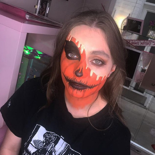 Halloween is coming - Book now for creepy looks!