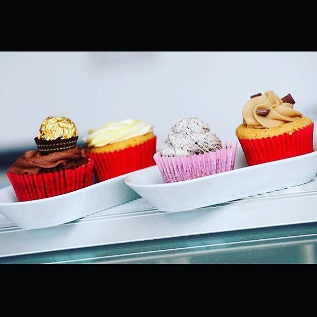 We deliver cupcakes to your door
