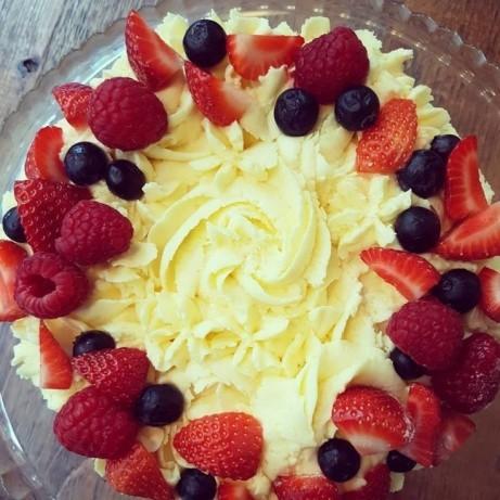VEGAN - Vanilla and Raspberry Gateau!