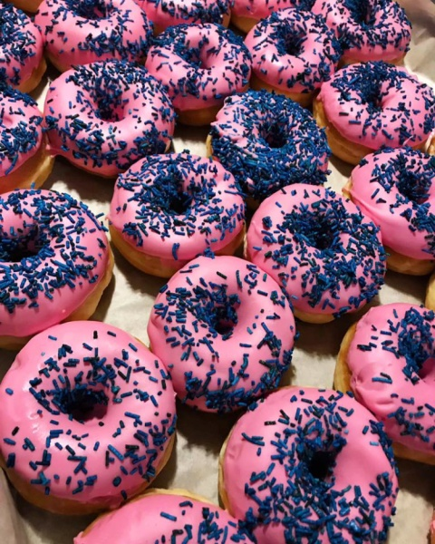 Mini D's ready for a baby gender reveal - Call to book your delicious Doughnotts order today!