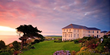 SAVE up to 47% on Clifftop Cornwall escape with meals - from ONLY £99!