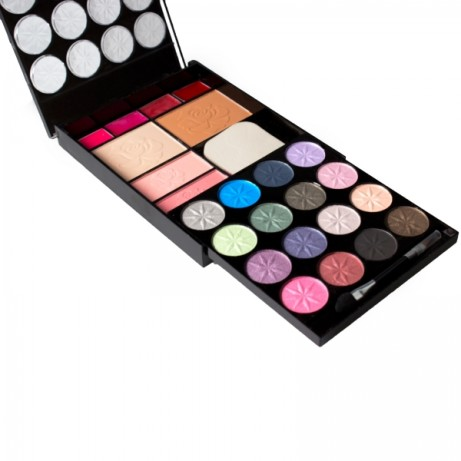 SAVE 75% on this 22 Piece Complete Make-up Kit - ONLY £4.99!