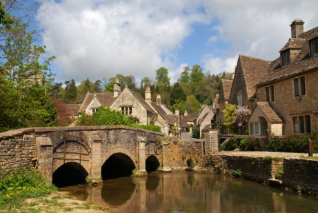 SAVE OVER 60% on Country Inn stay for 2 near Cotswolds with Breakfast!