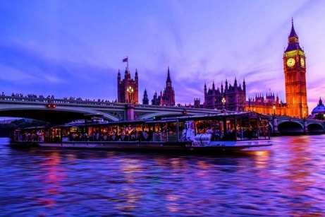 25% OFF - Bateaux London Dinner Cruise on the Thames for 2!