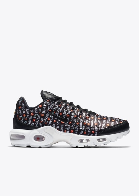 NEW ARRIVALS - Nike Air Max Plus SE W in Black/White/Total Orange £135.00!