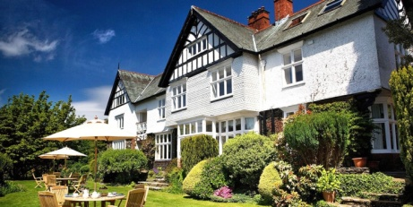 SAVE £115 on this Lake Windermere Break for 2 including Dinner & Bubbly!