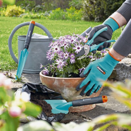 Get ready for Spring - Gardena Secateur, Trowel & Gloves Gardening Tool Kit £12.95!