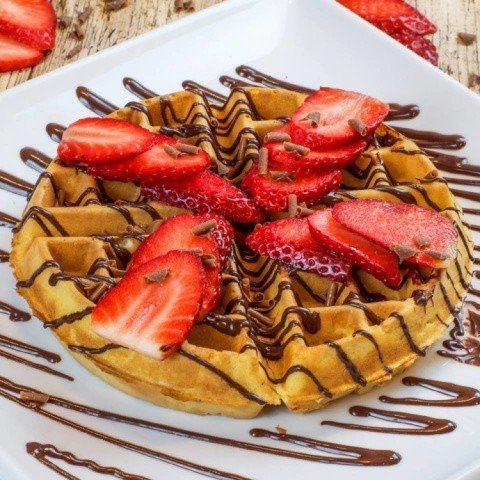 We're in the mood for a classic combination of fresh sliced strawberries coated in chocolate!