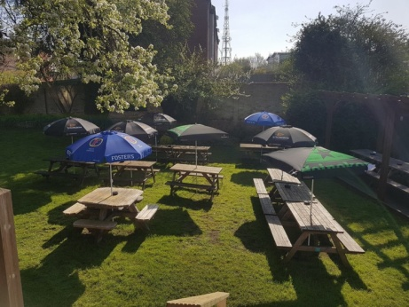 Our HUGE outdoor seating area is perfect in this weather - come and enjoy a real ale!