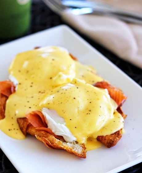 Try on of our New England Breakfasts like our 'Atlantic Crabcake Benedict' just £7.50!