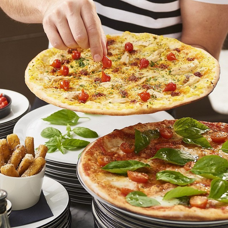 MOTHERS DAY PIZZA + PROSECCO - Three courses from £17.95 + FREE Prosecco for Mum!