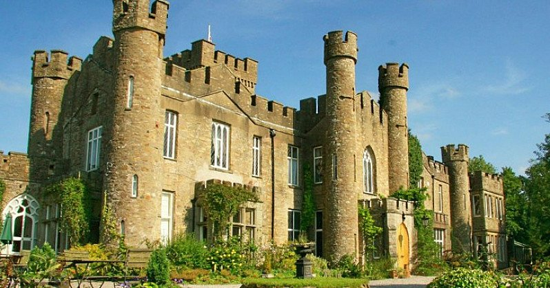 CASTLE STAY in Wales with Cream Tea and Prosecco for 2 - ONLY £89