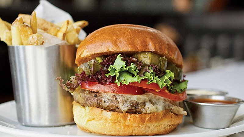 LUNCH AT SIZZLERS! Grab a Burger & a Drink from £4.89!