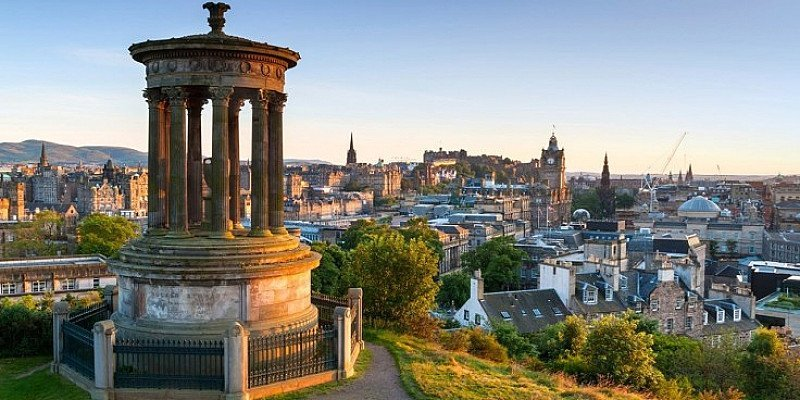 Overnight Apartment Stay for 2 in Edinburgh - SAVE 40%