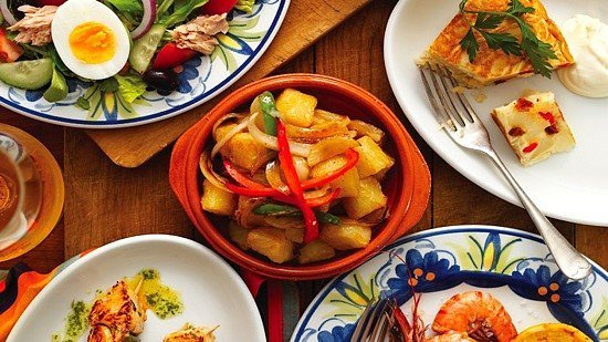 LUNCH at La Tasca! 3 Tapas & a Drink - ONLY £9.95!