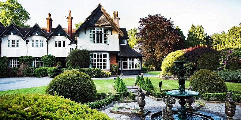 SAVE 54% on Cheshire Country House stay for 2 with Meals & Bubbly - ONLY £99!
