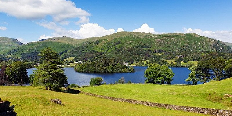 SAVE OVER £100 on this Lake District getaway for 2 with Dinner & Extras!