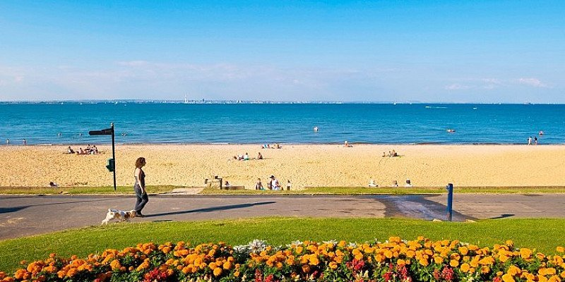 HALF PRICE - 2-night Isle of Wight stay for 2 with Sea Views & Meals!