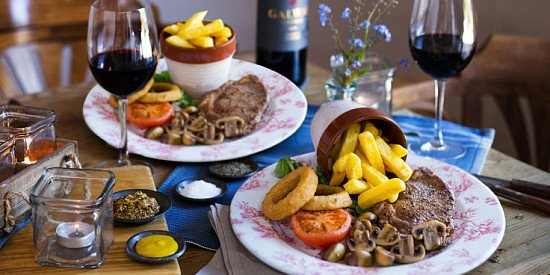 It's Saturday, let's eat out! STEAK & WINE for 2 for £20!