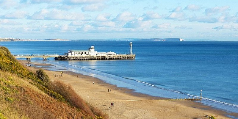 SAVE 57% on Bournemouth Getaway for 2 with Meals & Bubbly from £89!