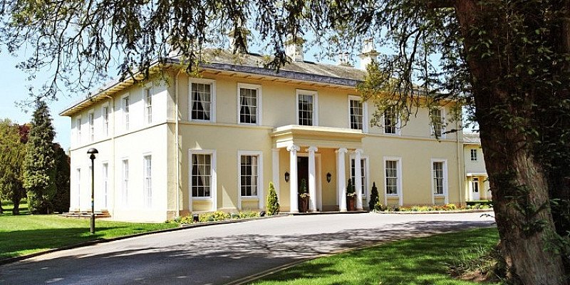 SAVE 54% on Nottinghamshire stay for 2 with Dinner & Prosecco - NOW £89!