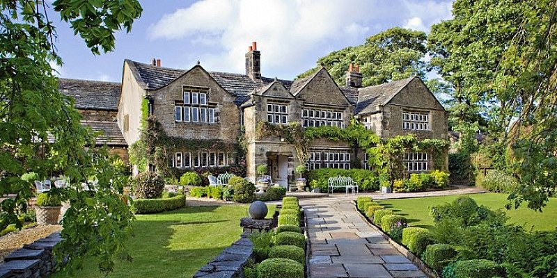 £119 - Yorkshire Manor Retreat for 2 with Dinner & Bubbly - SAVE 47%
