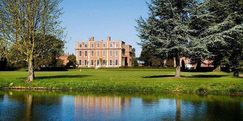 Buckinghamshire stay for 2 with meals - SAVE 44%!