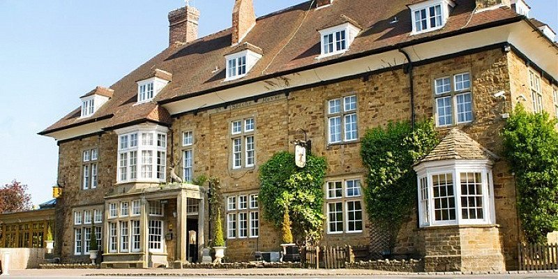 SAVE 45% on Forest of Dean Hunting Lodge stay for 2 with Wine!