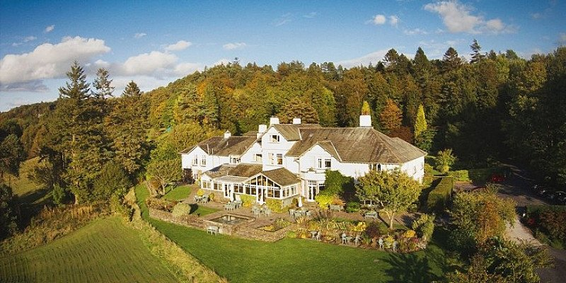 SAVE 40% on Lake District escape for 2 with Windermere cruise - ONLY £109!