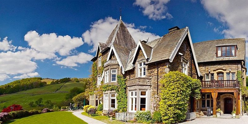 SAVE up to 34% on this Gourmet Retreat for 2 with Meals, Extras & Lake Windermere views - £199