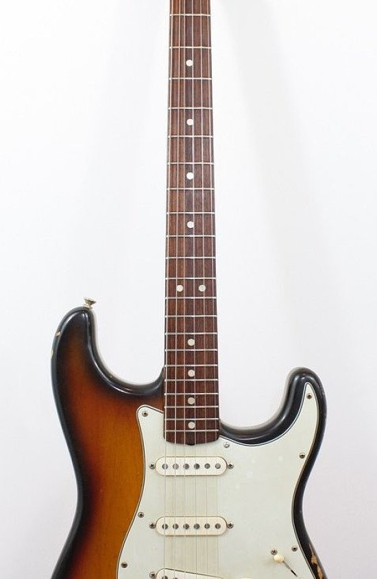 View classic guitars online - 1969 Fender Stratocaster!