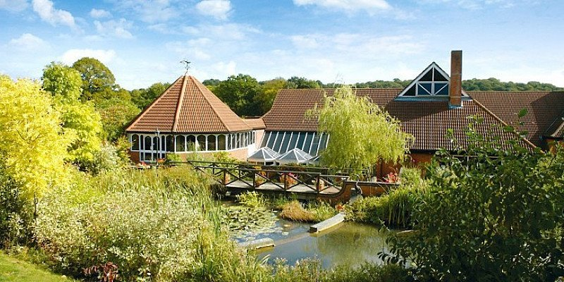 SAVE 48% on this Berkshire stay for 2 with 2-AA-Rosette Dinner & Wine from £169!