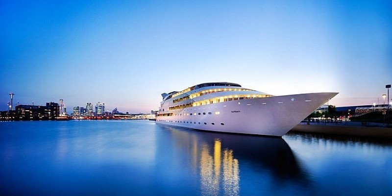 SAVE 50% on Swanky' London Superyacht stay for 2 with breakfast!
