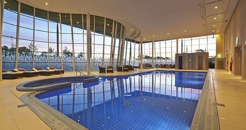 SAVE OVER 35% on this 'Top notch' spa: Pamper Day with Massage & Afternoon Tea!