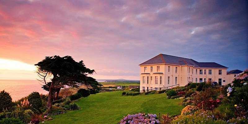 1/2 PRICE - Clifftop Cornwall Getaway for 2 including meals!