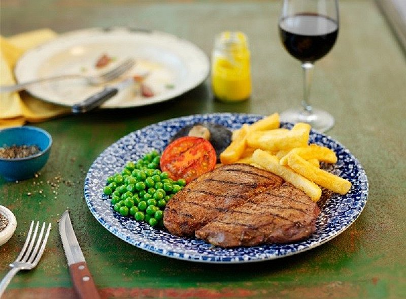 It's STEAK Night, at your local Wetherspoon!