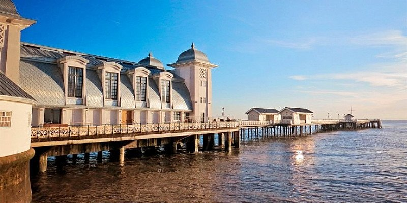 SAVE 17% on this South Wales coast escape for 2, including 6-course Michelin-star dinner!