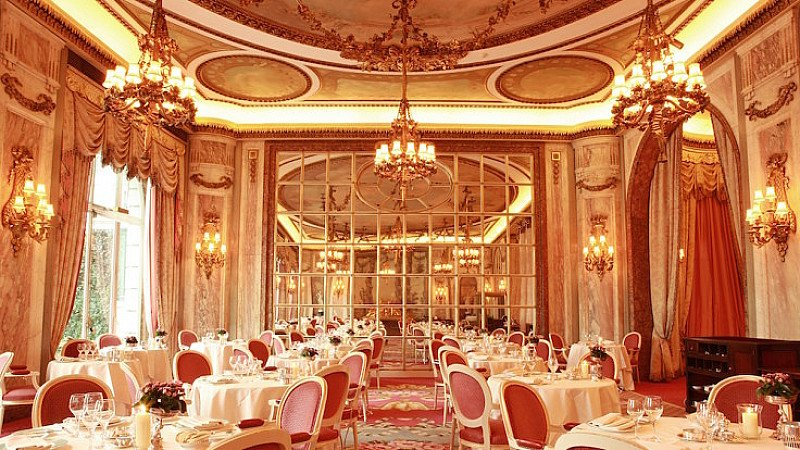 SAVE 30% at THE RITZ with this 3-course Meal & Champagne for 2!