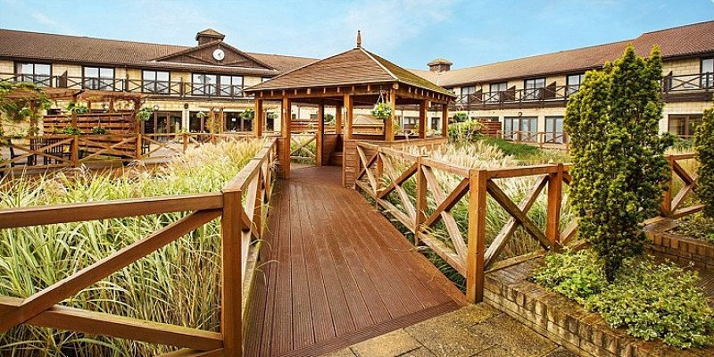 SAVE OVER 45% on this 2-night Hampshire break with Dinner & Wine - ONLY £84 per person!
