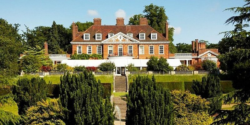 48% OFF this Hertfordshire Manor stay for 2 including Meals & Wine - ONLY £99!