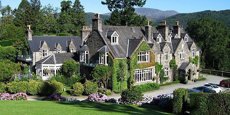 SAVE 35% on Snowdonia stay for 2 with Breakfast & Bubbly!