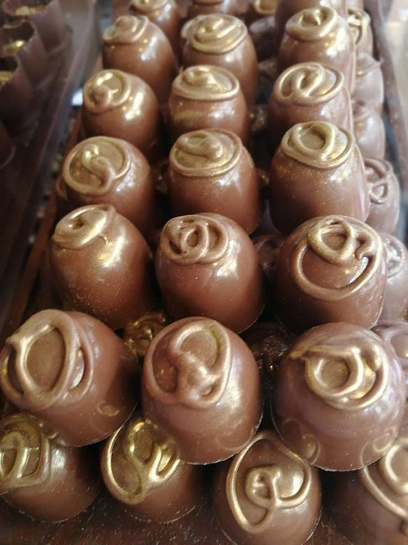 We love to bring you unique delights such as these beautiful golden Chinese 5 Spice Pralines!