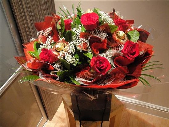 Treat your loved ones with our most exclusive bouquet in London for FREE !!!