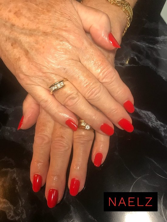Free set of gel nails