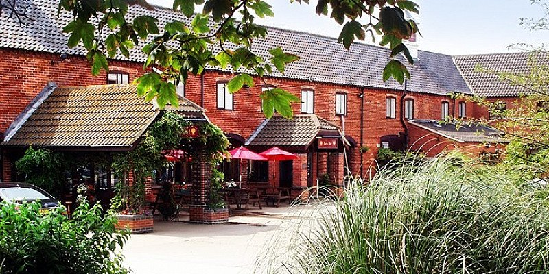 UP TO 49% OFF – Lincolnshire stay with 3-course dinner!