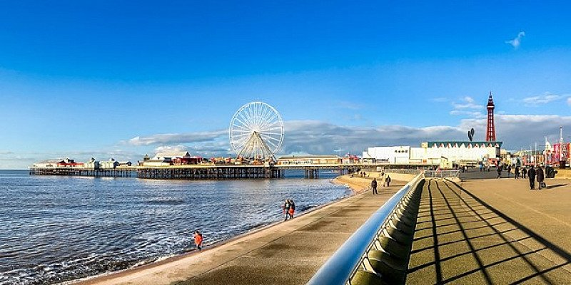 SALE, SAVE 53% ON TRAVEL TRIPS - Blackpool stay with breakfast!