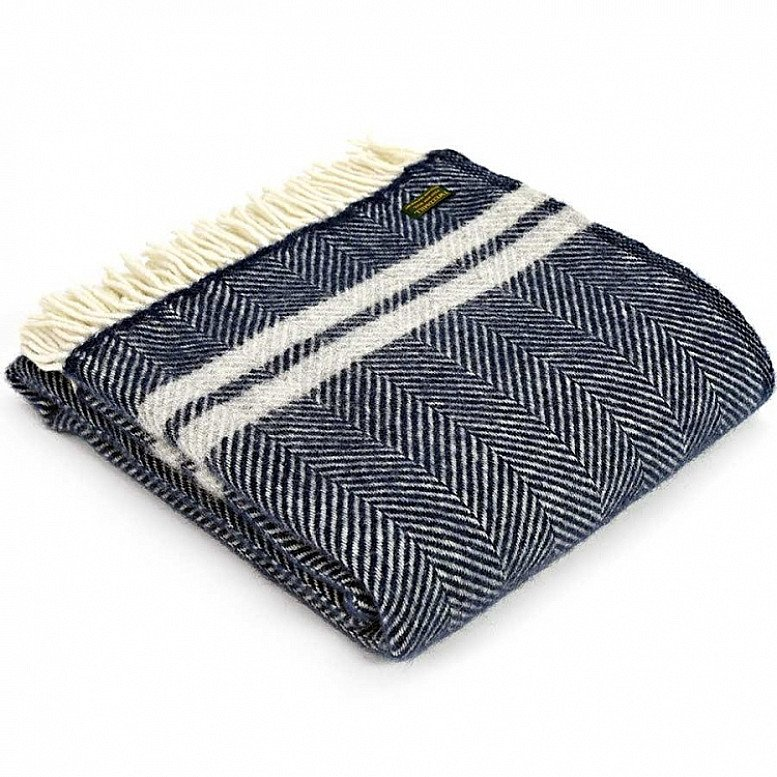 A cosy throw blanket made in Wales using premium quality wool - £35.00!