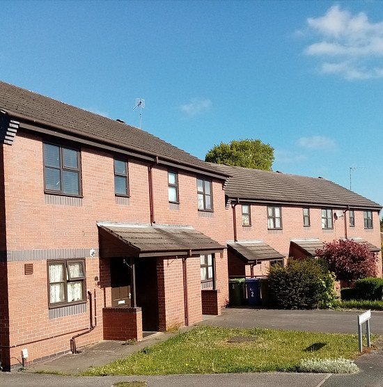£500 if you qualify for our guaranteed rent program for 4 or 5 bedroom house in the West Midlands